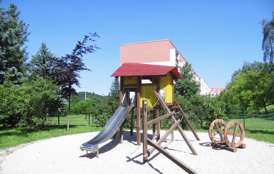 Klettergerüst Mit Rutsche : Spielplätze große kreisstadt freital